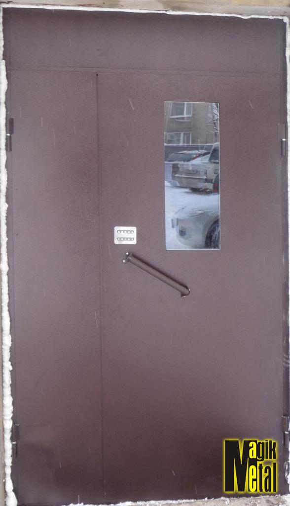 Дверь с порошковой покраской и стеклом